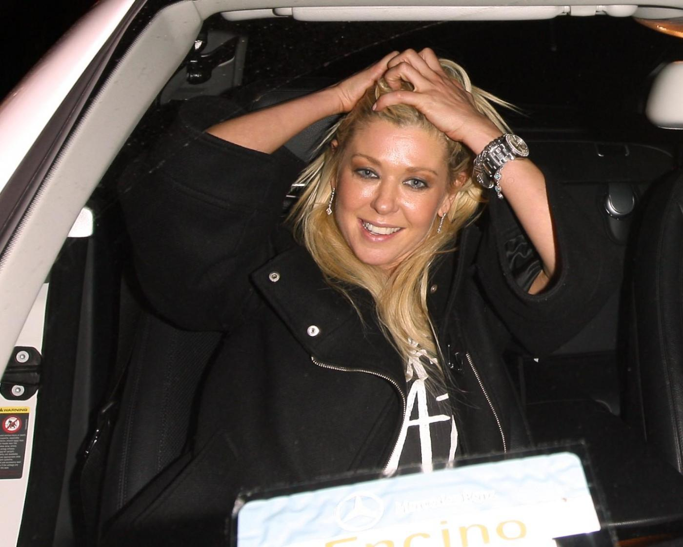 Tara Reid ubriaca lascia il ristorante Lin a West Hollywood dopo aver cenato01