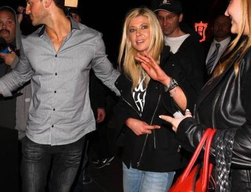 Tara Reid ubriaca lascia il ristorante Lin a West Hollywood dopo aver cenato05
