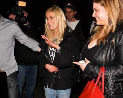 Tara Reid ubriaca lascia il ristorante Lin a West Hollywood dopo aver cenato06
