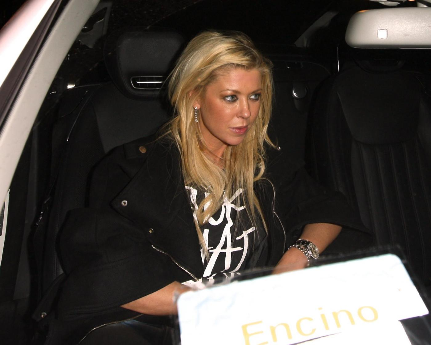 Tara Reid ubriaca lascia il ristorante Lin a West Hollywood dopo aver cenato07