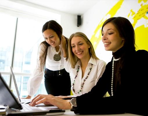 donne lavorano in team