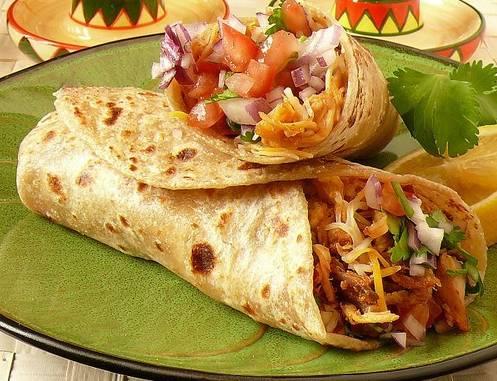 ricette messicane burrito di pollo con mais e formaggio