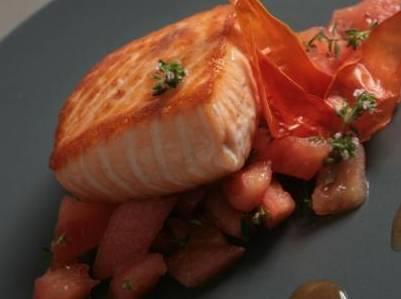 Ricette di pesce: salmone con timo e pomodoro