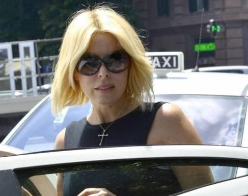Loredana Lecciso nuovo look a passeggio per Roma02