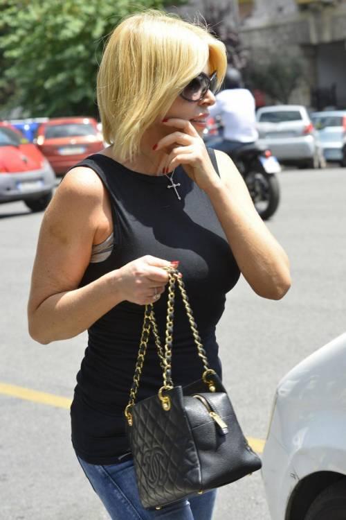 Loredana Lecciso nuovo look a passeggio per Roma01