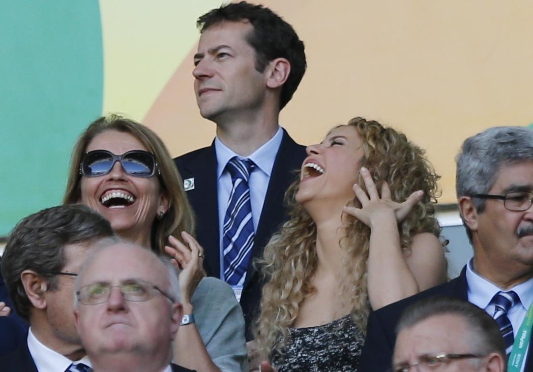 Shakira se la ride sugli spalti06