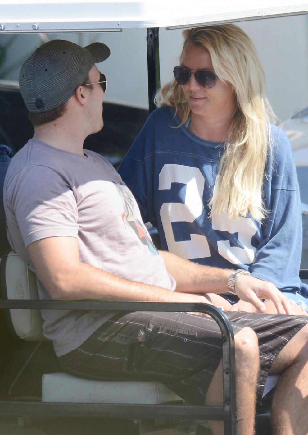 Britney Spears in vacanza con il fidanzato David Lucado07