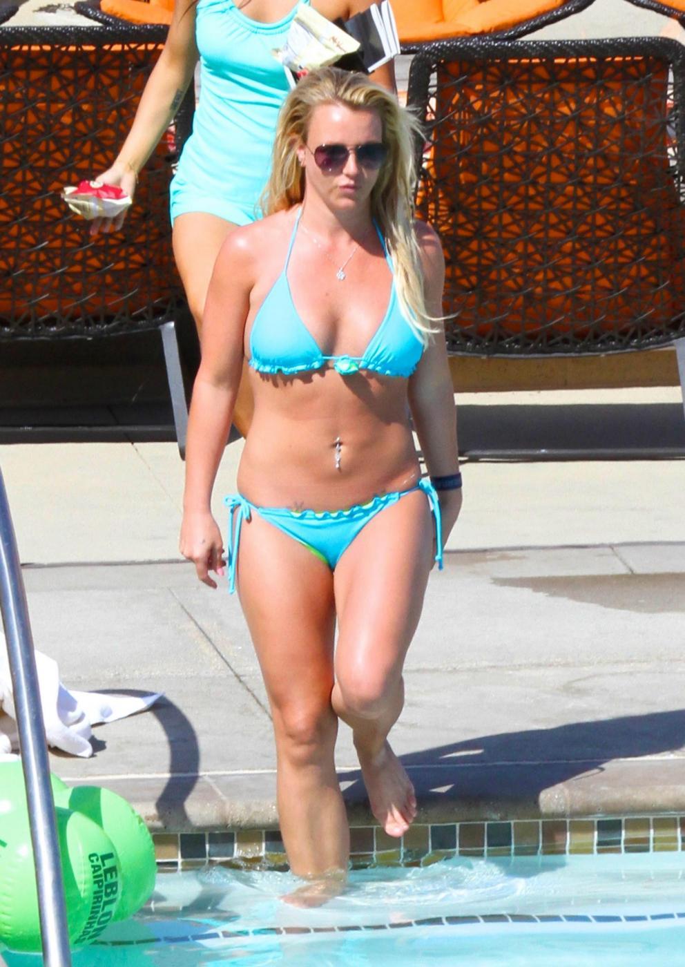 Britney Spears in vacanza con il fidanzato David Lucado08