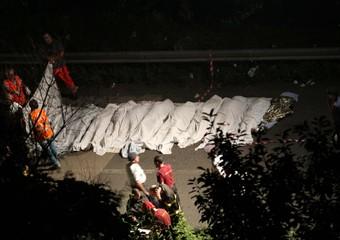 Irpinia: pullman precipita da viadotto sulla A16, 38 morti