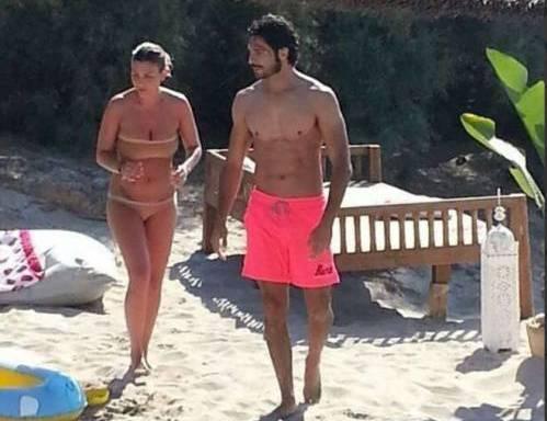 Emma Marrone e Marco Bocci in spiaggia a Gallipoli02
