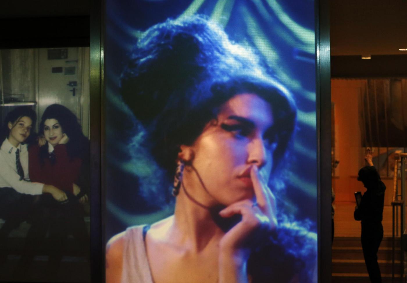 Londra, al via la mostra Amy Winehouse A Family Portrait 04