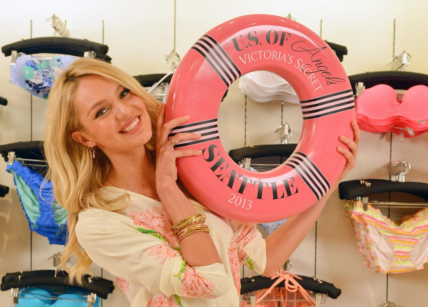 """Candice Swanepoel al """"Victoria Secret US of Angels Estate Swim Tour""""02"""