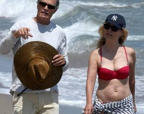 Jessica lange in spiaggia a Malibù02
