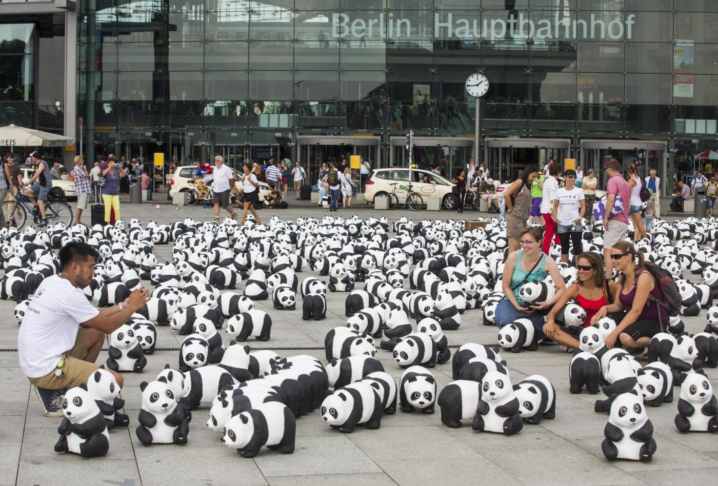 Berlino invasa da 1600 panda03