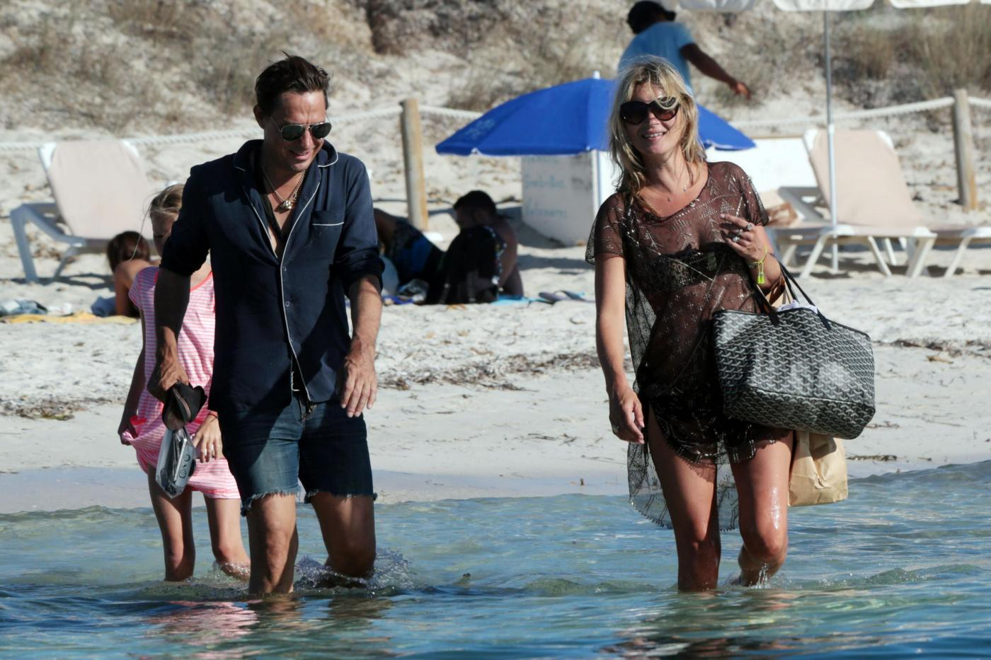Kate Moss in vacanza a Formentera07