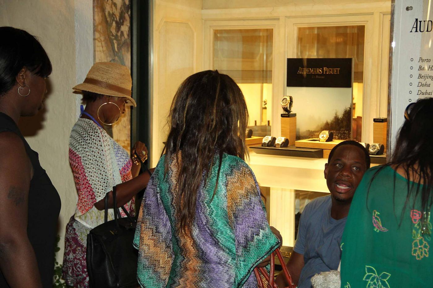 Mary J. Blige, la regina dell'hip hop fa shopping a Porto Cervo col marito01