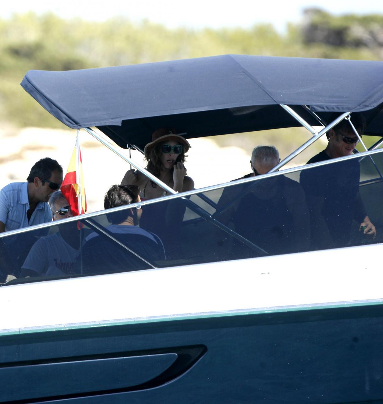 Sean Penn super tonico a Ibiza con la modella Cristina Piaget 12