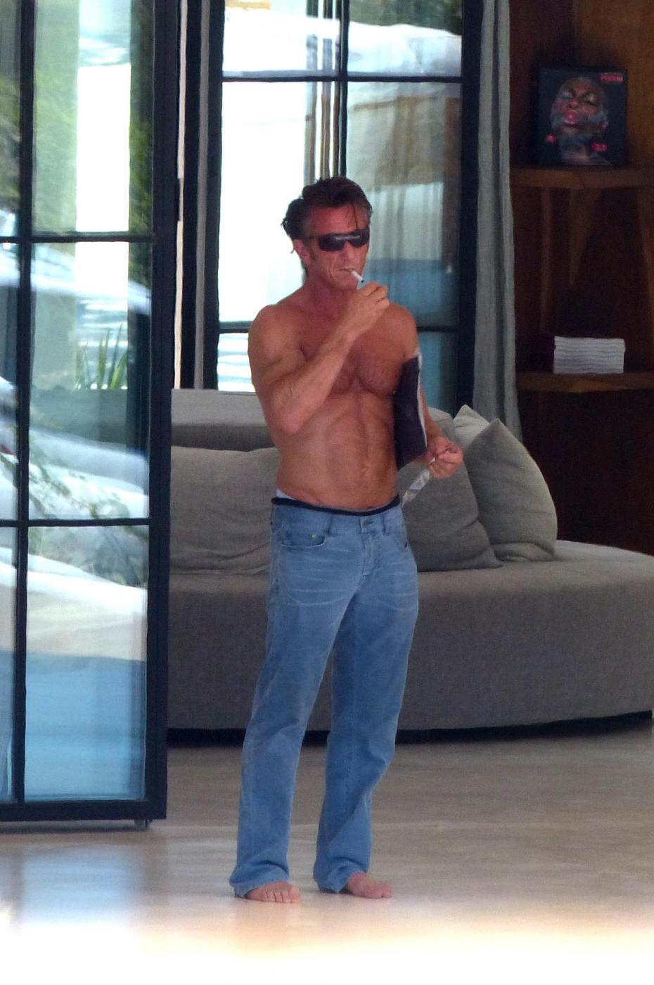 Sean Penn super tonico a Ibiza con la modella Cristina Piaget 09