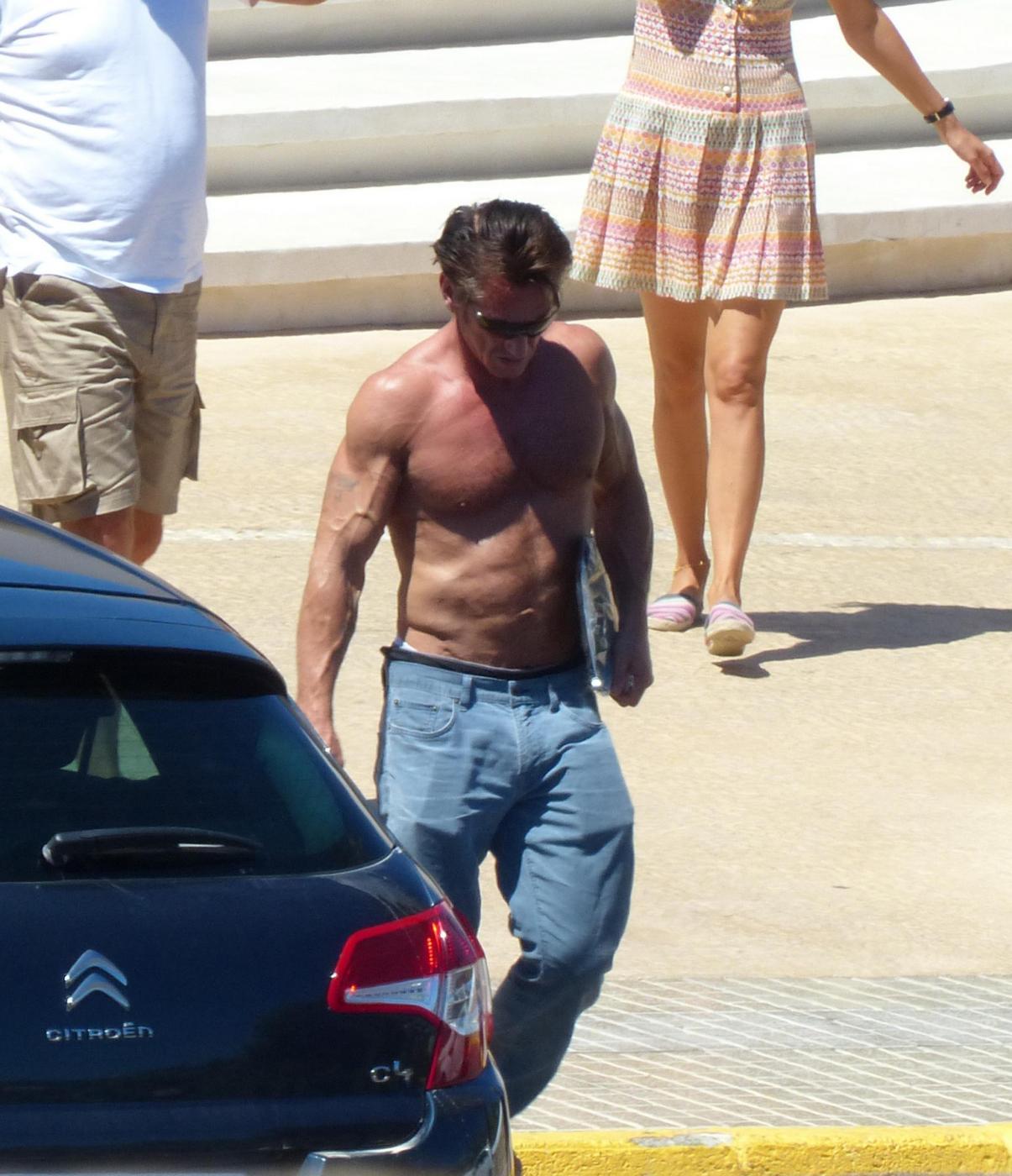 Sean Penn super tonico a Ibiza con la modella Cristina Piaget 07
