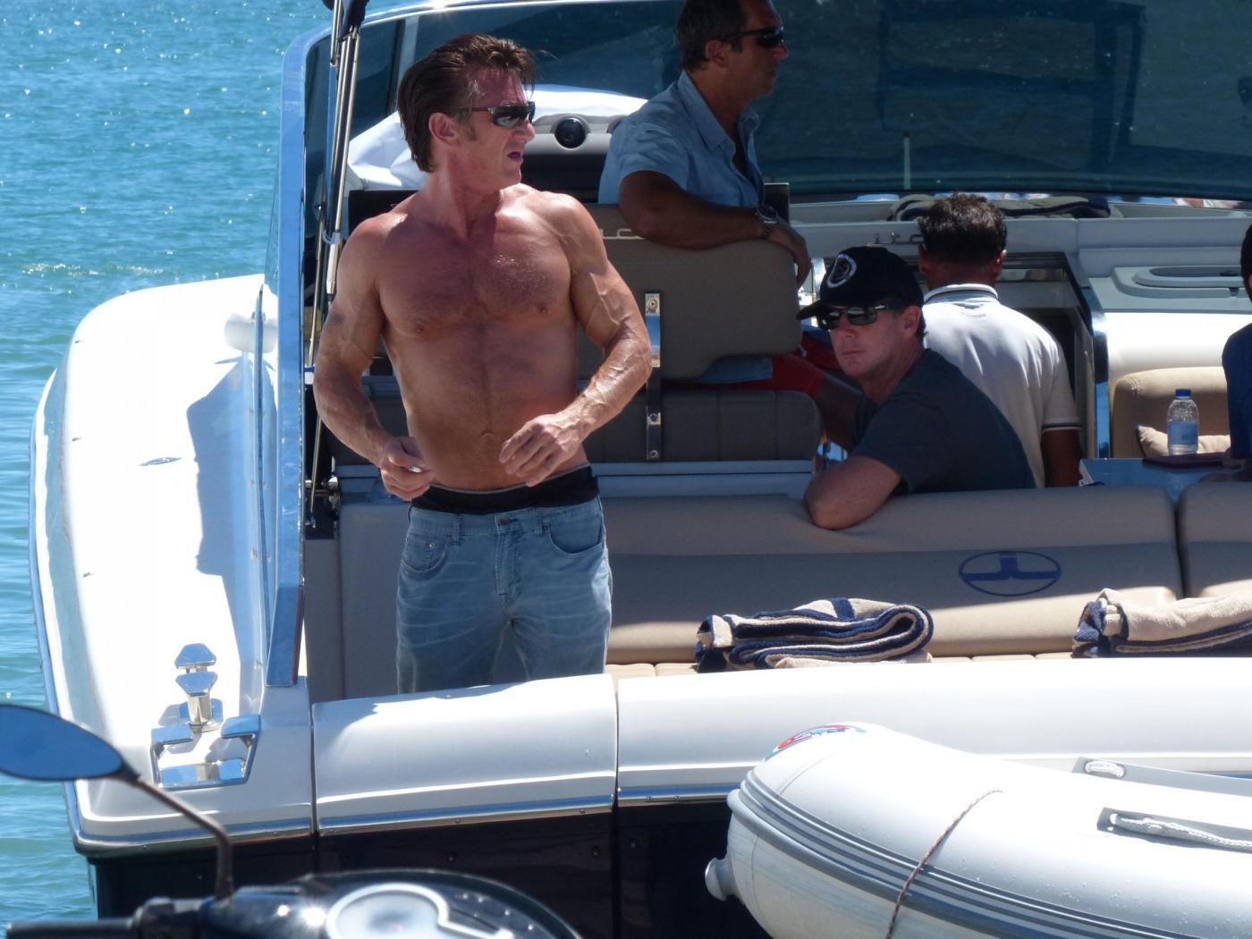 Sean Penn super tonico a Ibiza con la modella Cristina Piaget 04