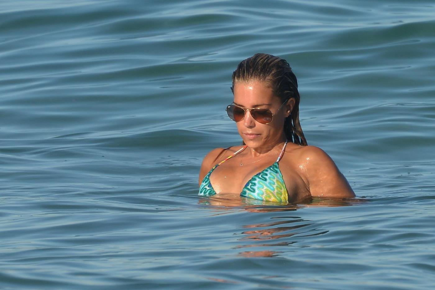 Sylvie Van Der Vaart in vacanza da sola a Saint Tropez04