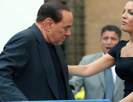 "Francesca Pascale ""Lady"" Berlusconi: lui si mostra, lei sempre dietro"