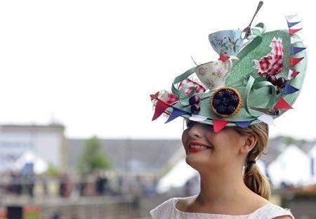 """Versilia, sfida di cappelli: a Forte dei Marmi il """"Ladies Day"""""""