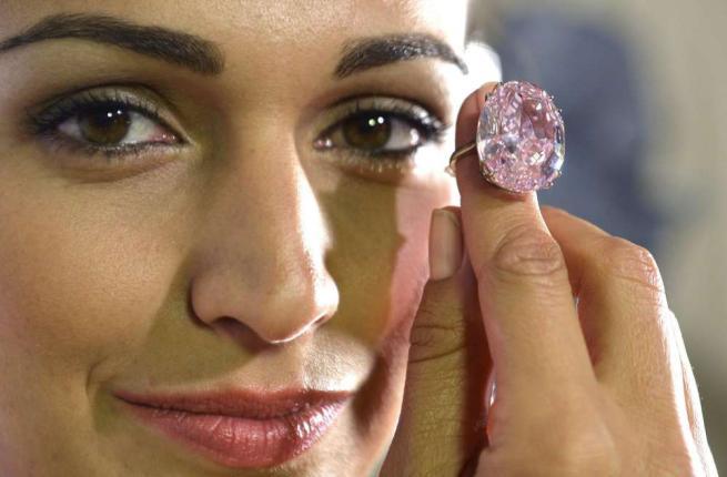 Diamante rosa da 60 mln di dollari all'asta da Sotherby's01