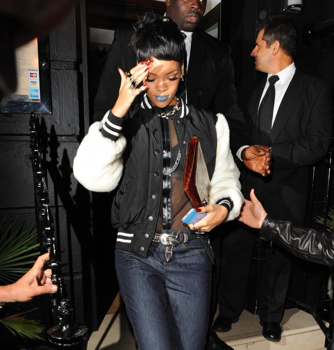 """Rihanna presenta la collezione ispirata allo """"urban street wear"""" 06"""