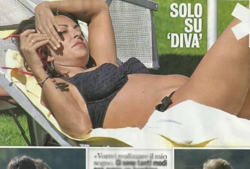 """Sabrina Ferilli incinta? Diva e Donna: """"Pancino e silhouette addolcita"""""""