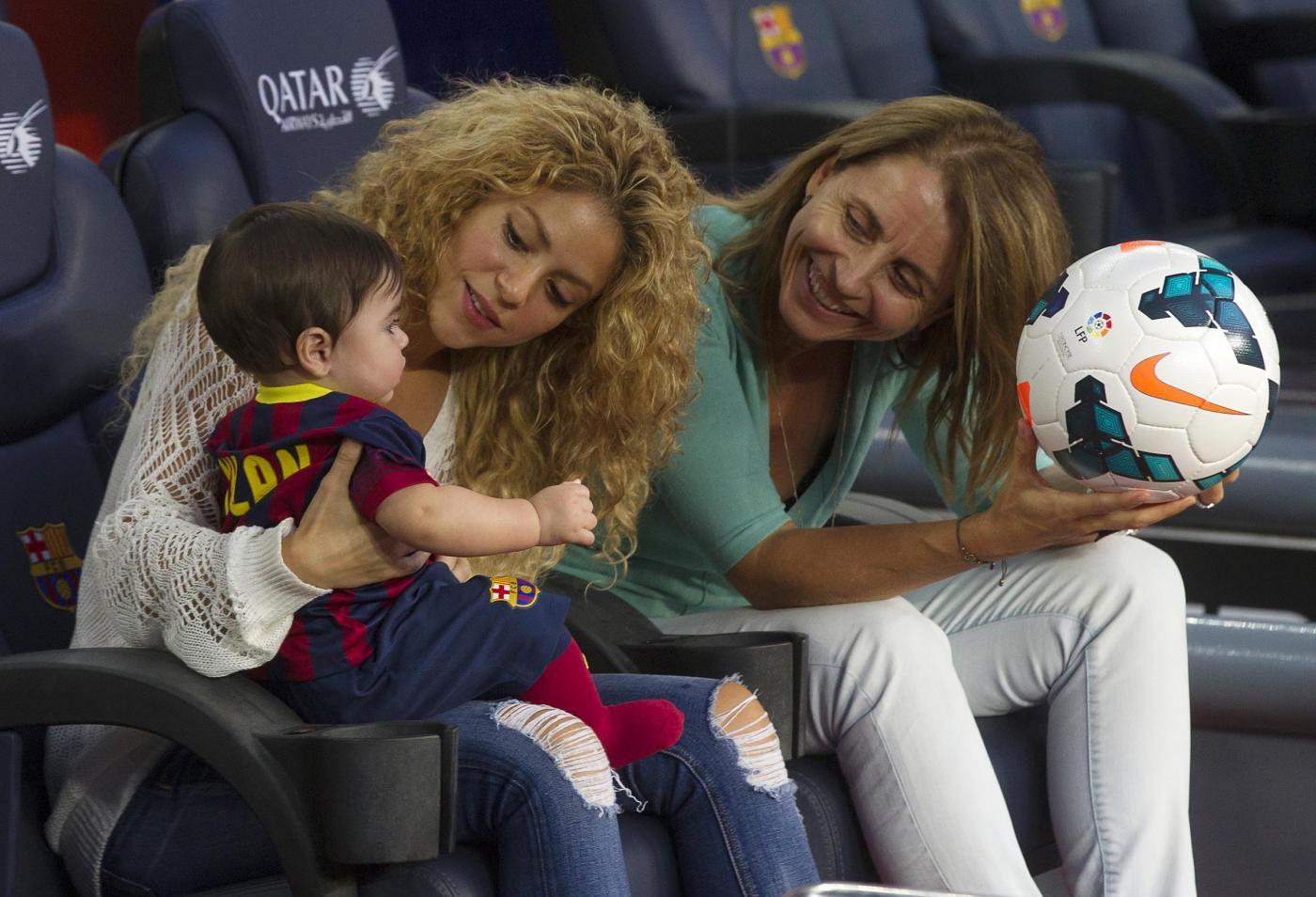 Shakira allo stadio con Milan: papa Gerard è in campo03