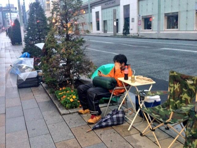 Tokyo, in fila per l'iPhone dieci giorni prima04