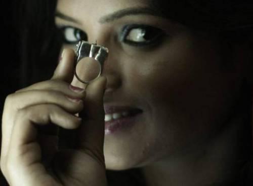 """India, abusi sulle donne: ecco """"Women Sting"""", anello anti stupro"""