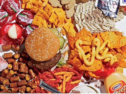 Binge eating, per gli uomini è più pericoloso: rischi cardiovascolari