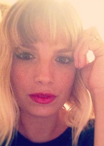Emma Marrone cambia capelli: crisi con Marco Bocci?