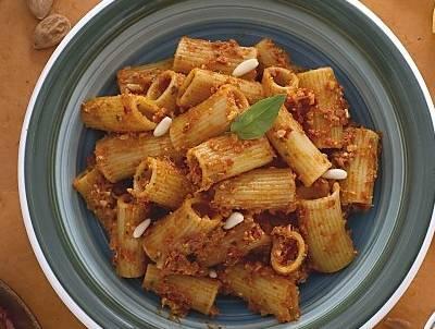 Ricette di primi: rigatoni al pesto di pomodori secchi