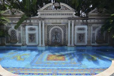Gianni versace: villa storica battuta all'asta per 41,4 mln $