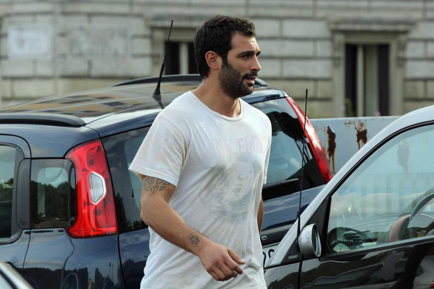 Francesco Arca: jogging e sacco da pugilato per il Commissario Rex01