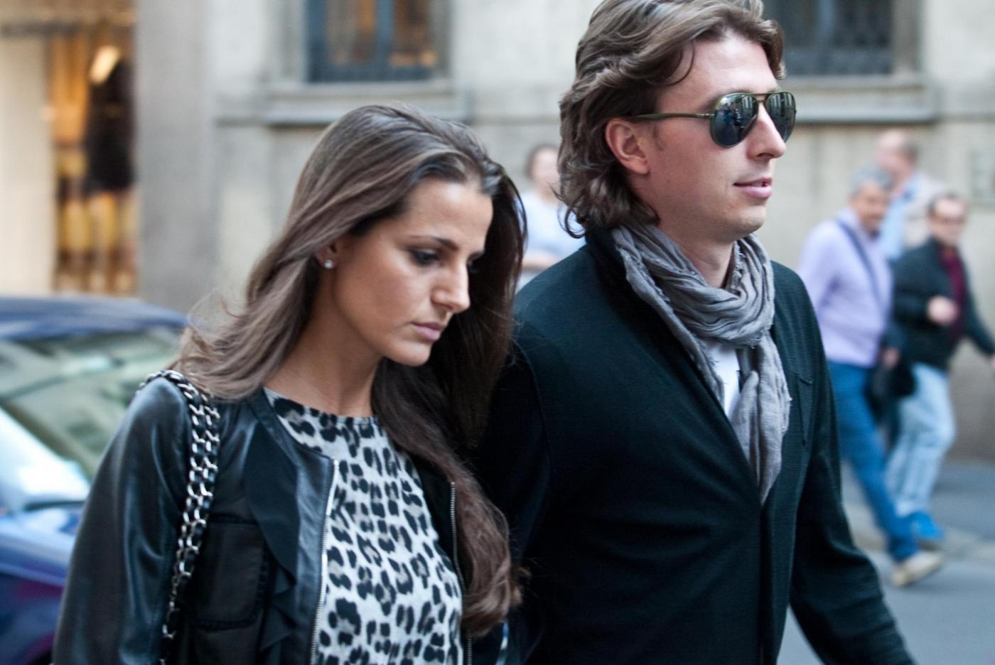 Riccardo Montolivo e Cristina De Pin shopping a Milano04