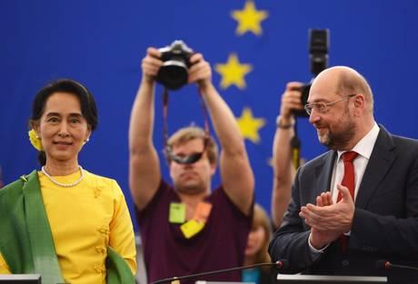 San Suu Kyi ritira il Premio Sakharov dopo 23 anni 02