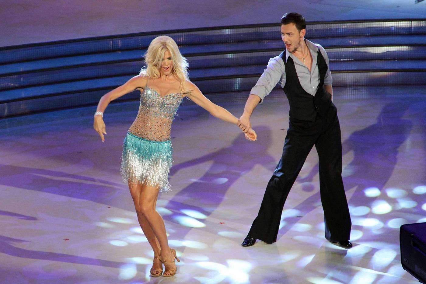 Victoria Silvstedt sexy a Ballando con le stelle01