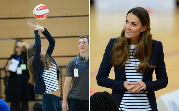 Kate Middleton gioca a pallavolo: a 3 mesi dal parto la forma è perfetta