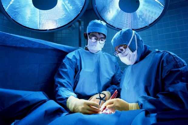 Chirurgia estetica, linee guida: anestesista, rinoplastica over 18...
