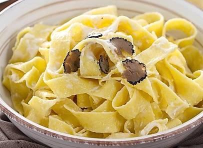 Ricette di primi: pappardelle al tartufo con crema di mascarpone