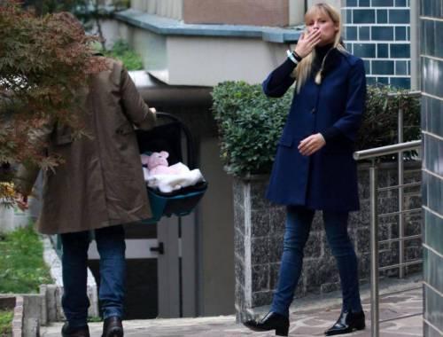 Michelle Hunziker: con Tomaso Trussardi e Sole lascia la clinica (video)