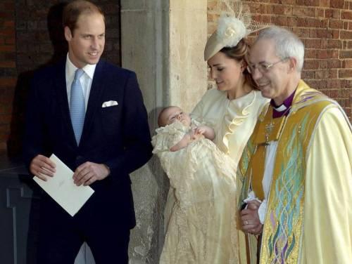 Papa Francesco Da Alla Regina Elisabetta Un Regalo Per George Ladyblitz