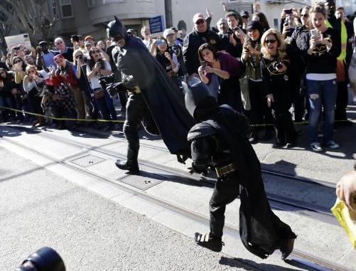 San Francisco diventa Gotham City per Miles, bimbo malato di leucemia