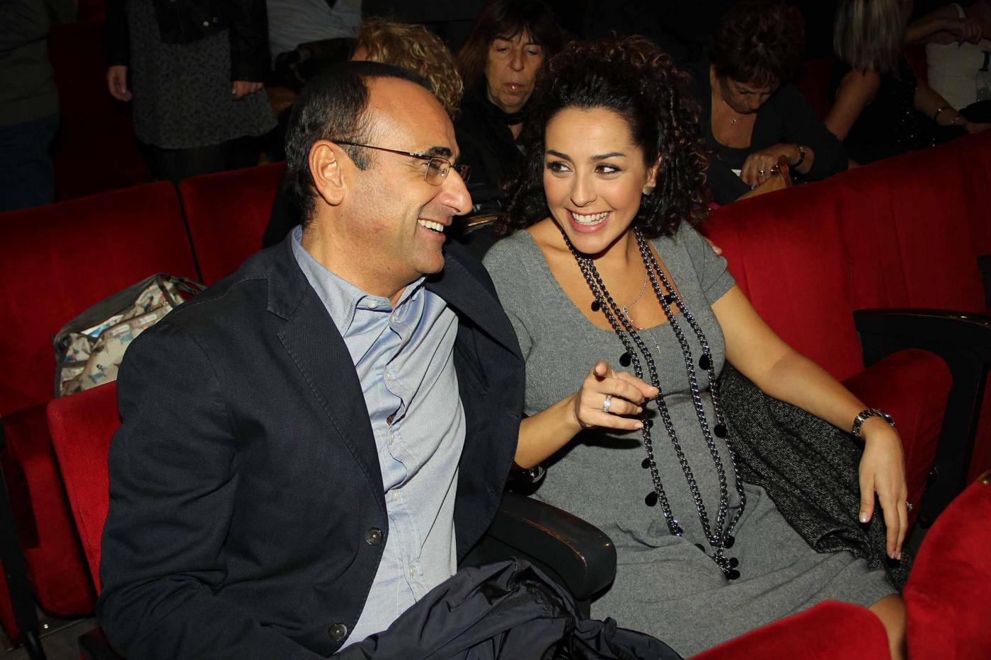 Carlo Conti a teatro con la moglie02