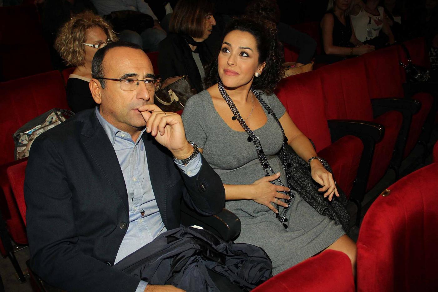 Carlo Conti a teatro con la moglie03