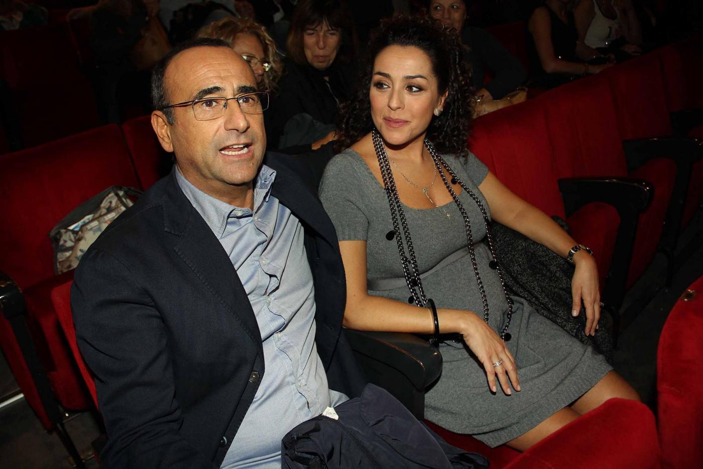 Carlo Conti a teatro con la moglie04